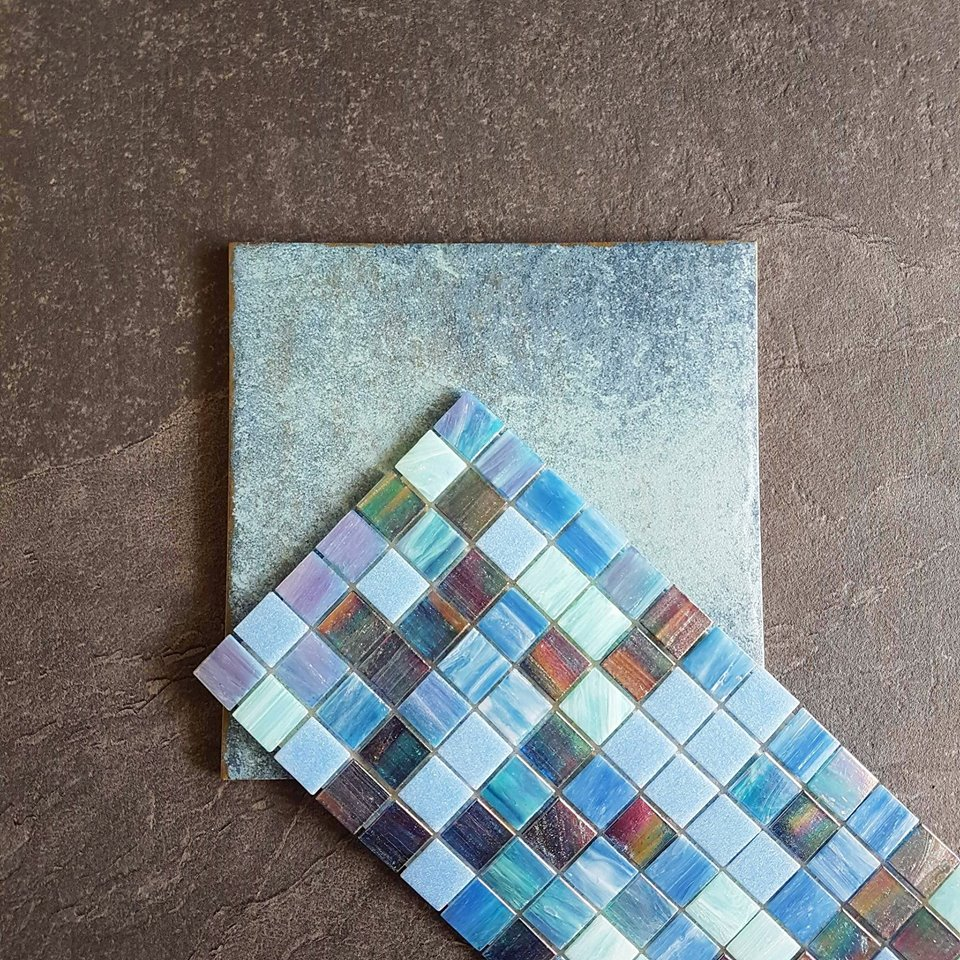 Brazilian porcelain and glass mosaics for a stunning swimming pool, dreaming of summer days.